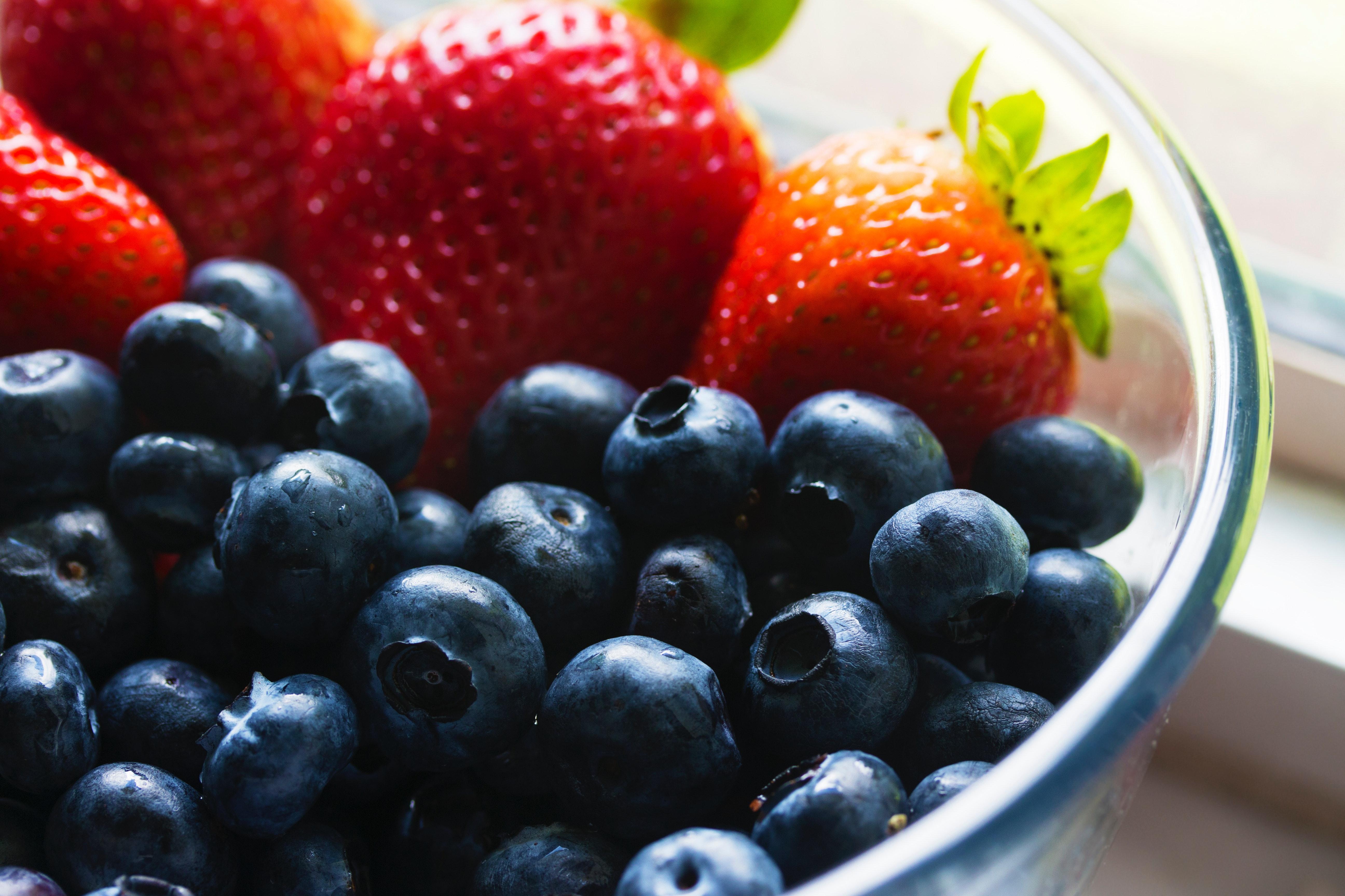 berries-blueberries-bowl-139751